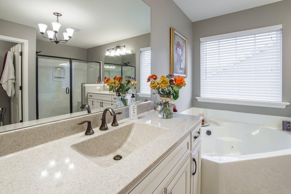 nowoczesna łazienka w mieszkaniach